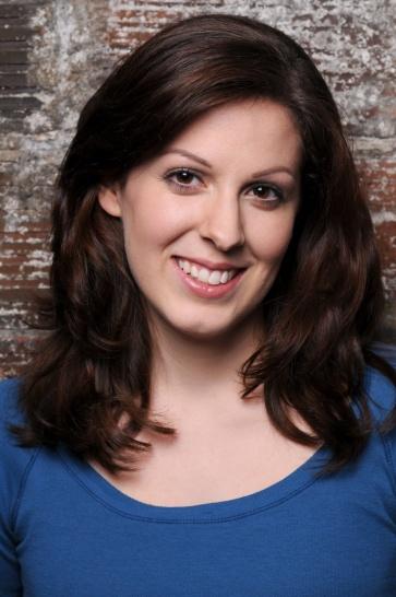 Image of Julia Beers Actor Headshot.